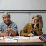Imagen detalle de Dª Rosario Velarde, Presidenta del Colegio, junto a Dª Fuensanta Herrera, en calidad de Secretaria del Colegio, en la Asamblea General Ordinaria 2017.