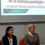 Acto de apertura de la VII Edición del Premio Científico Anual del colegio, 2017. En la imagen aparece Dª Rosario Velarde, Presidenta del colegio y Dª Rosana Toledo, en representación de Colgate