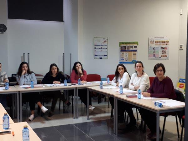 Imagen detalle de la celebración de curso de Primeros Auxilios dirigido a higienistas dentales, impartido por Diana Ballester, formadora de Cruz Roja Valencia, 2018.